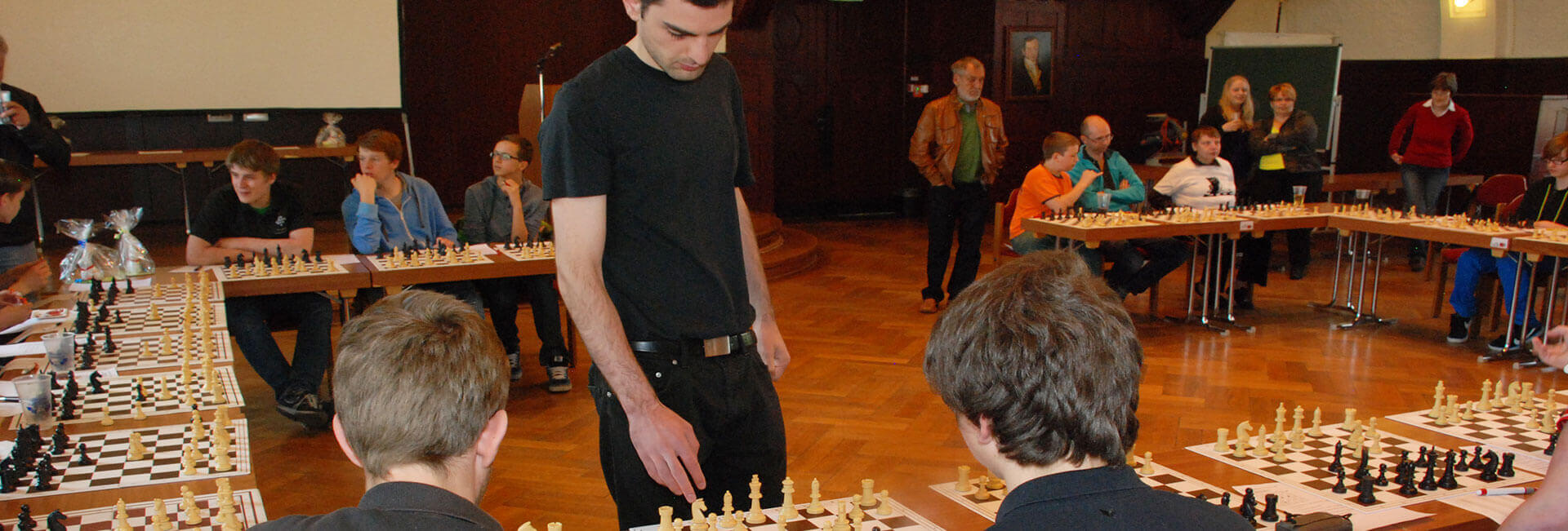 http://schach.arnoldi-gym.de/wp-content/uploads/2016/12/schach-turnier-header-arnoldi.jpg